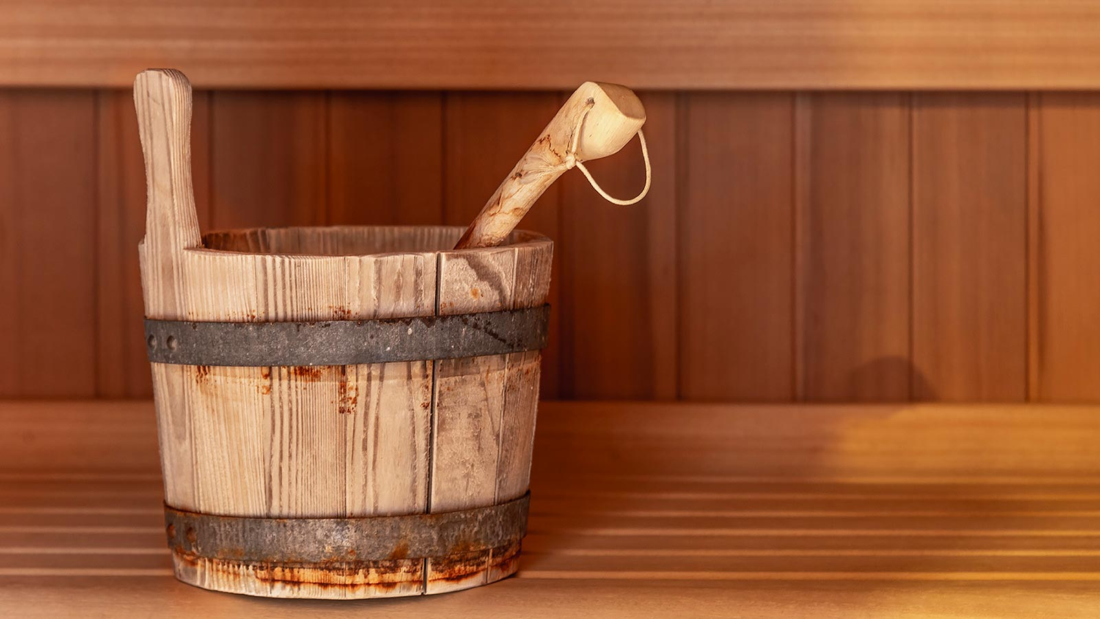 Detail of a wooden bucket used during a wellness treatment at Residence Antares